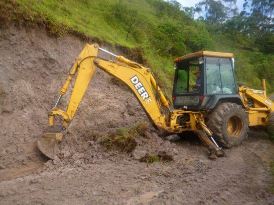 Arreglo de la vía a Topali